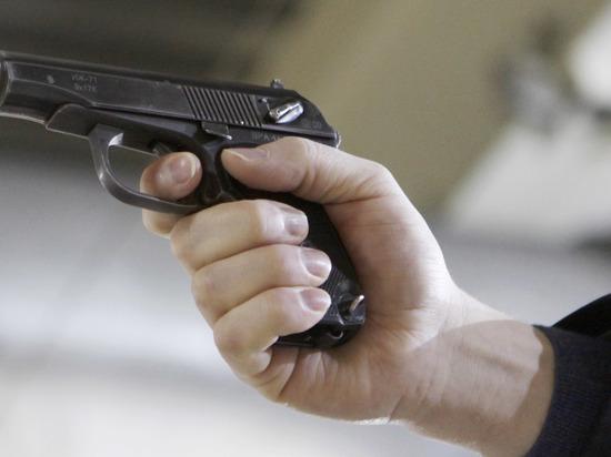 Мужчину под дулом пистолета заставили приобрести iPhone в столицеРФ