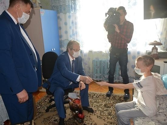 Путин подарил нездоровому раком парню изПриморья компьютер