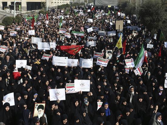 Количество жертв растет: кто и что стоит за протестами в Иране