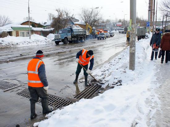 Дорожники Костромской области этой зимой борются с водой вместо снега