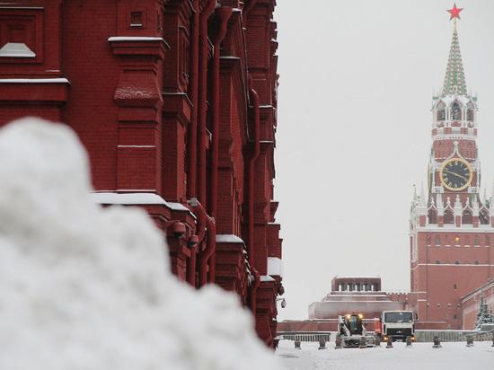 Фейковый снег: бесполезно ждать настоящей зимы в Москве до Рождества