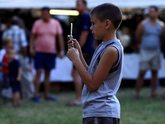 Детей отучат от смартфонов: опасную манию победят ее создатели