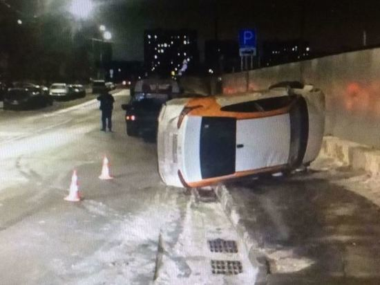 Подросток перевернул машину, взятую в каршеринг, пострадали трое