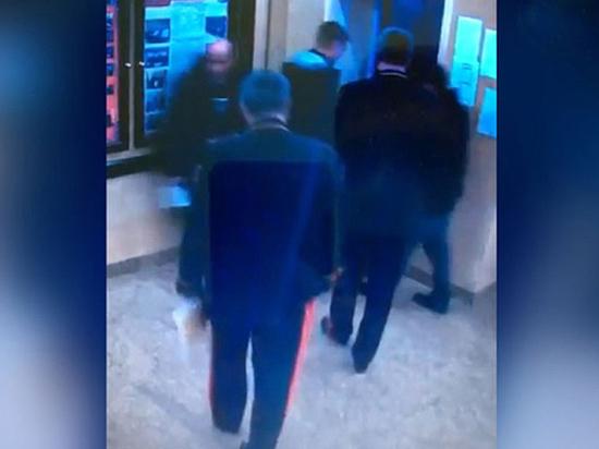 """Выговор следователю, """"зажавшему"""" генералов в лифте, заставил задуматься о вечном"""