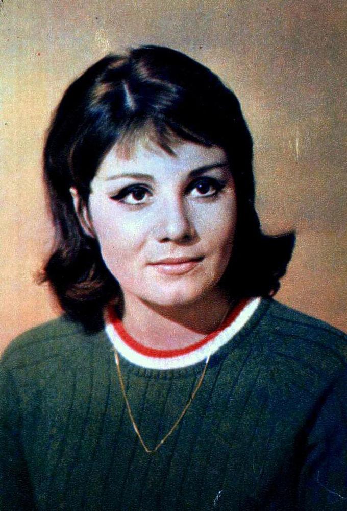 """11 января на телеканале """"Россия 1"""" вышла программа, посвященная прославленной советской и российской актрисе Валентине Малявиной. Программа изобилует душещипательными подробностями жизни бывшей кинозвезды. В ее жизни было все: блистательные роли, романы с известными актерами и режиссерами, смерть собственных детей, убийство, за которое она отсидела 9 страшных лет, и, наконец, слепота."""