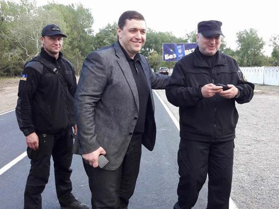 Одесский депутат сбежал от Антикорупционного бюро, перепутав окно с дверью