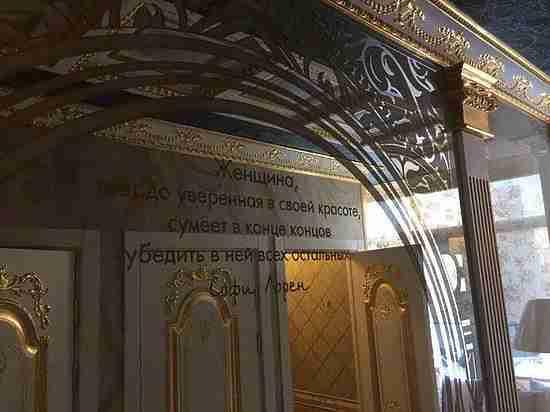 Золотой туалет вуральском институте «ослепил» гостей