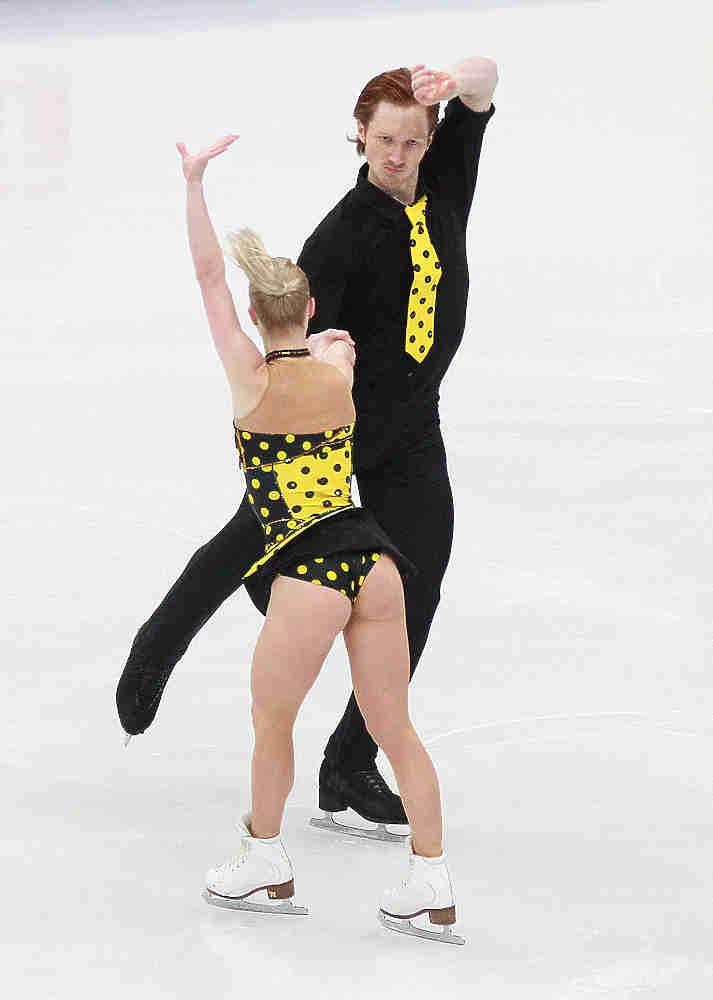 Российские спортсмены заняли все места на пьедестале победителей чемпионата Европы по фигурному катанию. Победители Евгения Тарасова и Владимир Морозов, серебряные призеры Ксения Столбова и Федор Климов, и обладатели бронзы Наталья Забияко и Александр Энберт.
