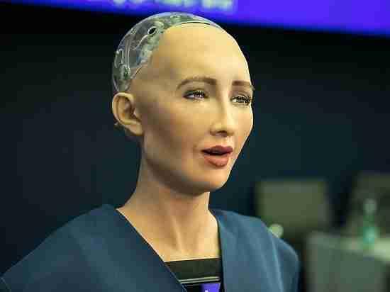 """Робот Софи рассказала Герману Грефу о вреде фильма """"Терминатор"""""""