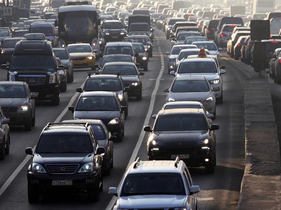 Москвича оштрафовали занеправильную «парковку» впробке