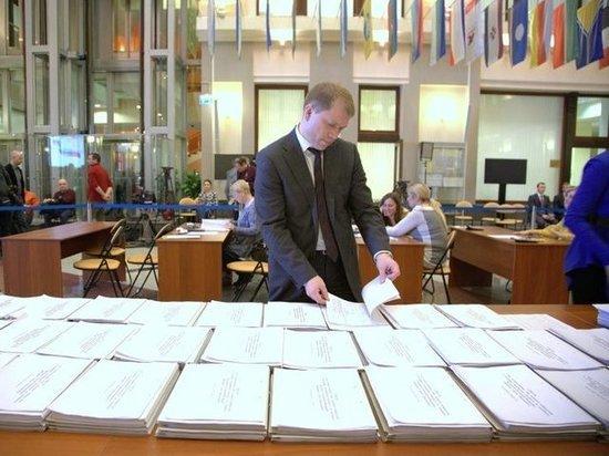 Восемь кандидатов и крановщица: Центризбирком завершил прием