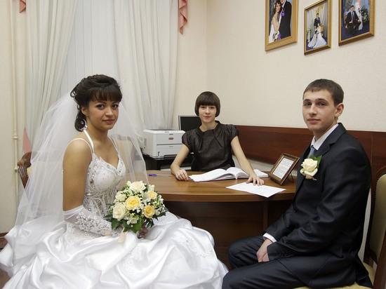 Регистрировать браки в РФ начнут поновым правилам