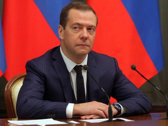 Медведев объявил обуспехе опыта помаркировке шуб вЕАЭС