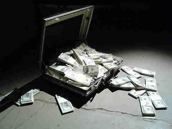 Бизнесменам предложили вернуть деньги на родину: почему они боятся