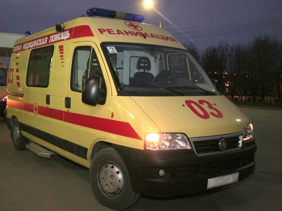 В Петербурге мужчина ударил женщину ножом в шею