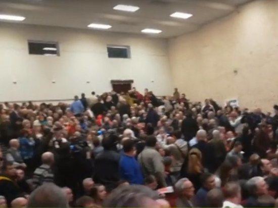 На встрече Грудинина с избирателями произошла массовая драка