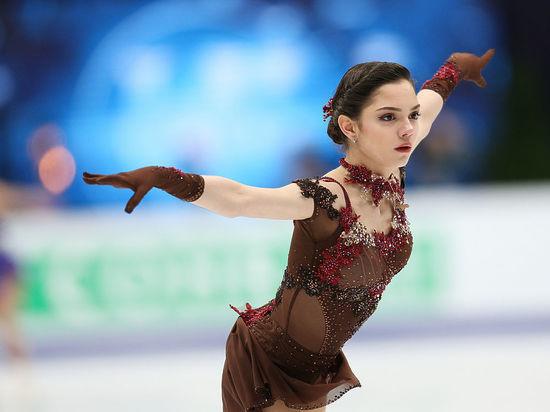 Медведева смировым рекордом выиграла короткую программу вкомандных соревнованиях