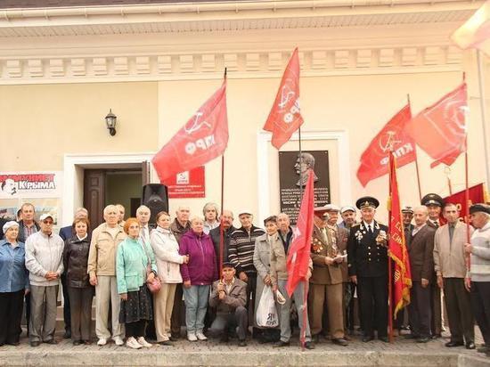 Шаг влево, шаг вправо: Грудинин расшатывает крымских коммунистов