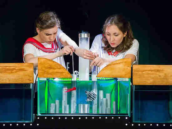 В «Театриуме» из подручных средств создали подводный мир