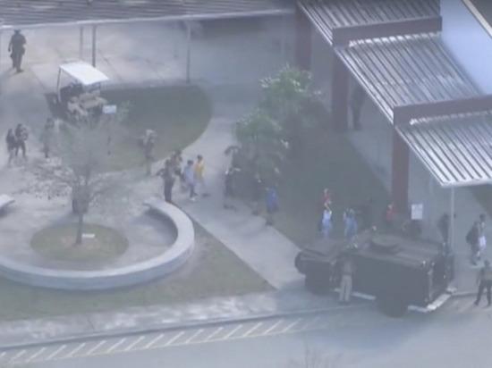 При стрельбе в американской школе на юге Флоридыпострадали более 20 человек