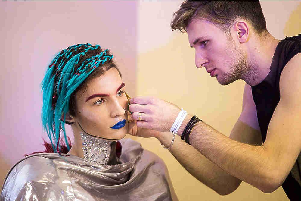 Креативные прически, макияж и боди-арт: в Омске определили лучших мастеров индустрии красоты