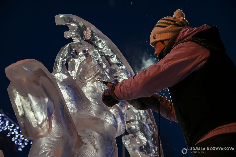 Лучшие кадры: Скульпторы работают над ледяными и снежными гиперборейскими шедеврами