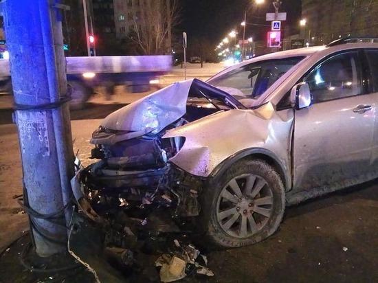 """Водитель """"Яндекс.Такси"""" в Екатеринбурге грубо нарушил правила из-за чего автомобиль с ребенком врезался в столб"""