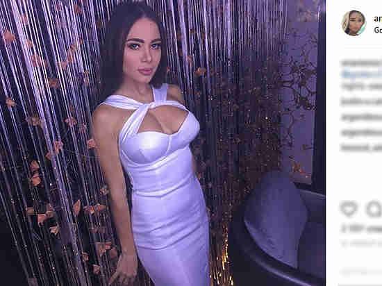 ВКишиневе супруг зарезал жену-модель Playboy