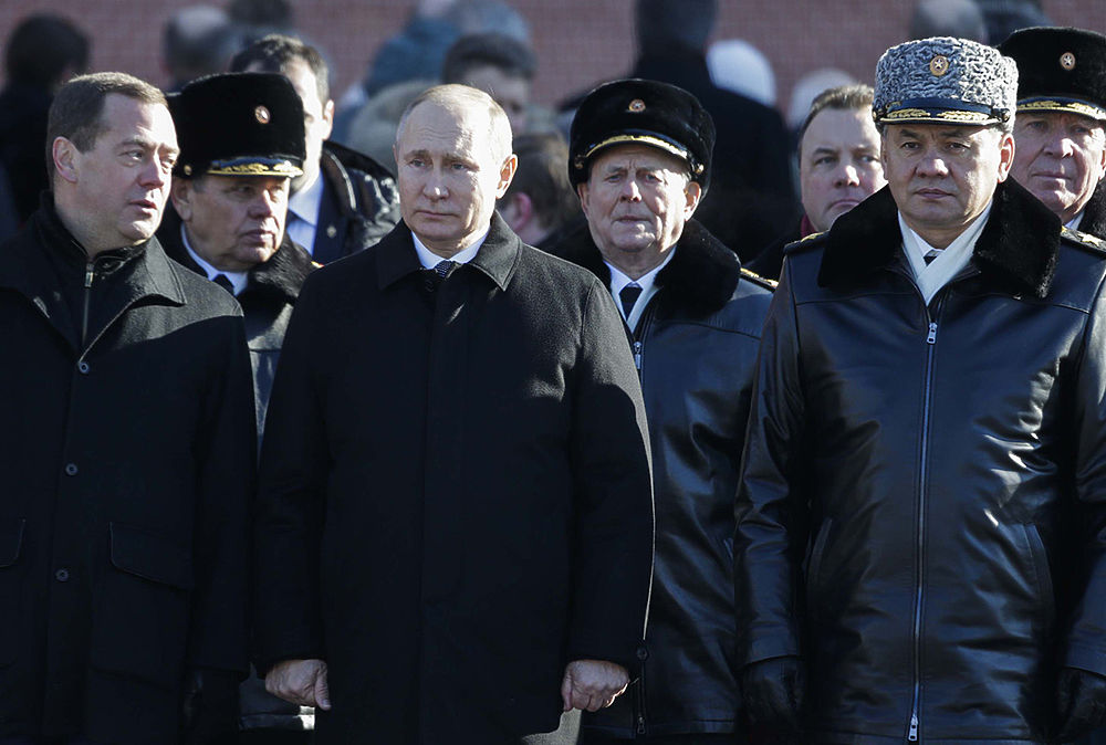 Первые лица государства возложили цветы к Могиле Неизвестного Солдата у Кремлевской стены в День защитника Отечества