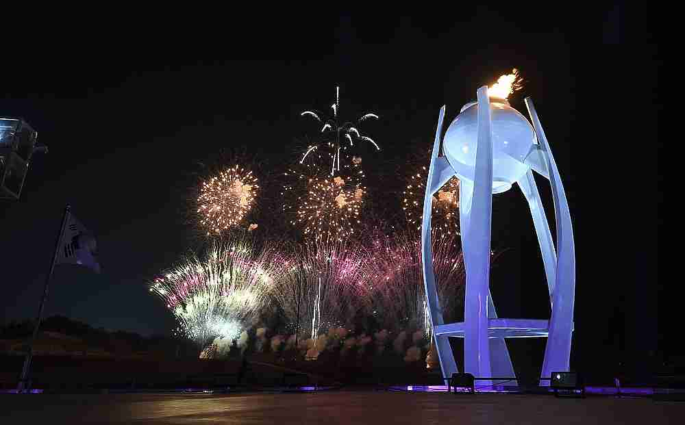В корейском Пхенчане состоялась торжественная церемония закрытия XXIII Зимних Олимпийских игр. Спортсмены из России, выступавшие в усеченном составе под нейтральным флагом, завоевали 17 наград (2 золотые, 6 серебряных и 9 бронзовых). Первенствовали на Играх-2018 Норвегия (39 медалей), Германия (31 медалей) и Канада (29 медалей). Следующая Зимняя Олимпиада состоится в Пекине в 2022 году.