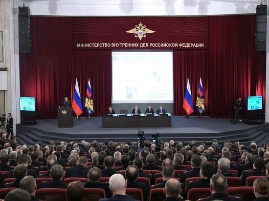 Путин предложил отменить «палочную» систему для полицейских следователей