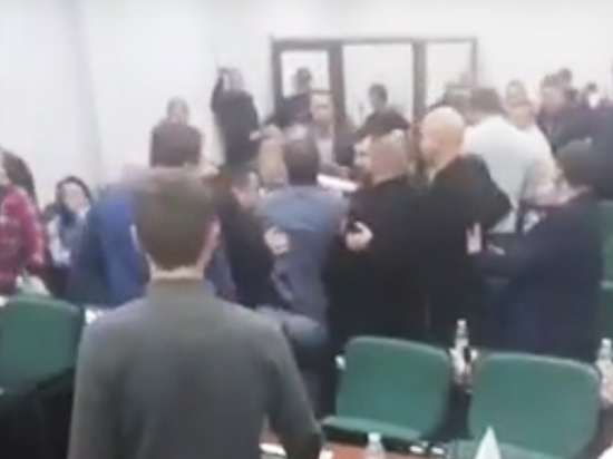 ВЛуцке депутаты подрались вовремя заседания горсовета