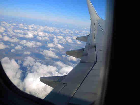 Кровь из ушей: самолет с Явлинским на борту разгерметизировался в воздухе