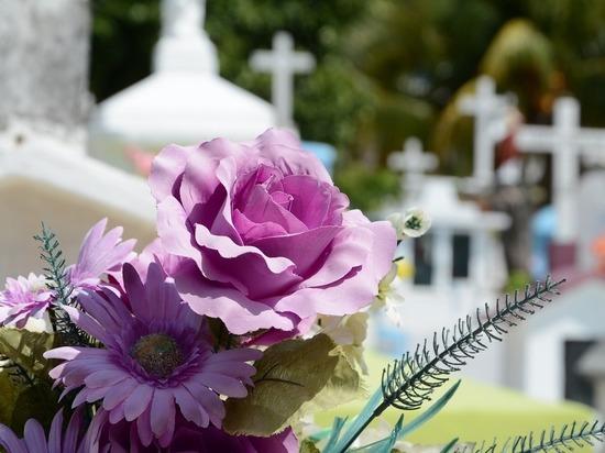СМИ: Скрипаля отравили цветами с могилы жены
