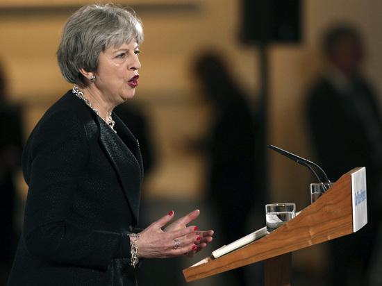 """Мэй высылает 23 российских дипломатов из Великобритании: """"Все шпионы"""""""