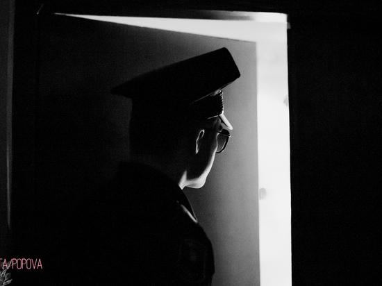 В Красном Яру задержали пешехода с спрятанными в куртке наркотиками