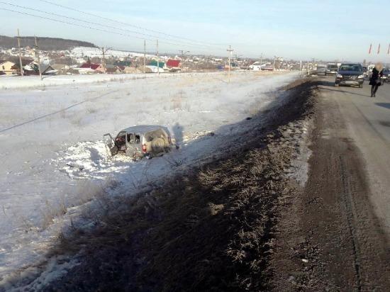 """В Самарской области пьяный водитель иномарки отправил """"Ниву"""" в кювет и врезался в два внедорожника"""