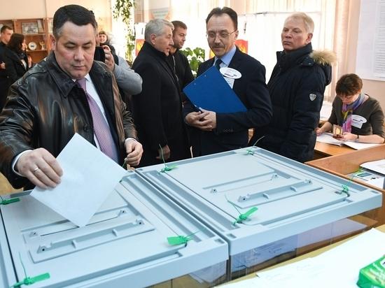Губернатор Тверской области пришёл на выборы с супругой и детьми