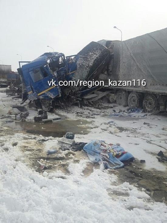 В Татарстане на трассе М7 столкнулись два грузовика