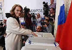 Все кандидаты в президенты Российской федерации проголосовали на выбранных ими избирательных участках. Большинство проголосовало традиционно - в московских школах, Бабурин и Путин - в здании академии наук, Титов - в посёлке Абрау-Дюрсо.