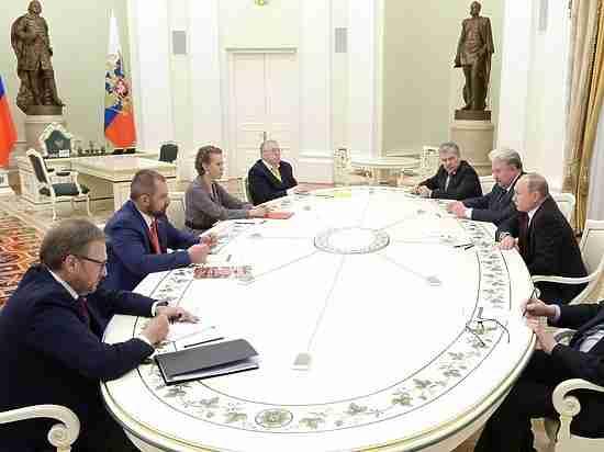 Опоздав на час, Путин устроил «собеседование» проигравшим кандидатам в президенты