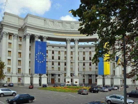59d26f18a24d60fa20f88aa3d4f391ef - Киев без обсуждения разорвал экономические связи с Москвой