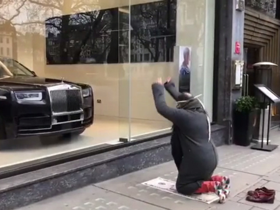 "Чичваркин опубликовал видео своего намаза ""Роллс Ройсу"""