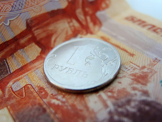 Курс рубля ослабел под гнетом ЦБ и ФРС США