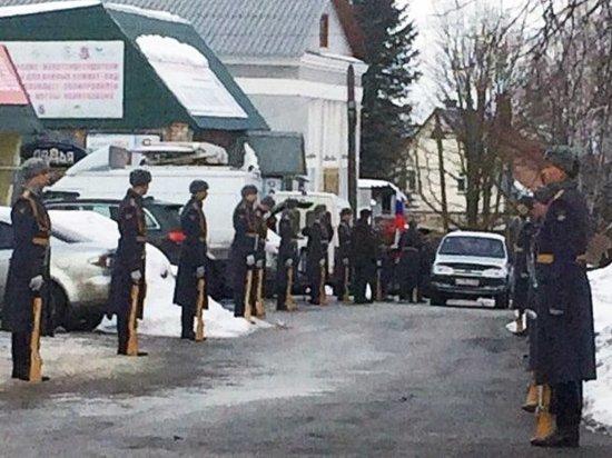 Офицера, закрывшего собой солдата при взрыве гранаты, похоронили в Малоярославце