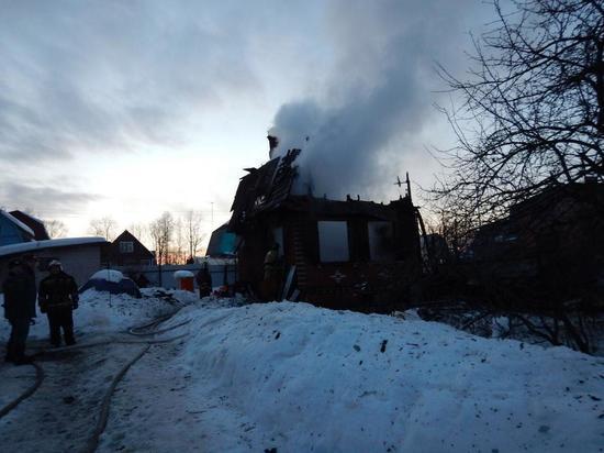 Не уследила за печкой: многодетная мать потеряла ребенка при пожаре