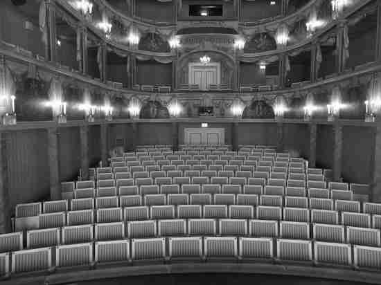 В День театра спекулянтам пообещали огромные штрафы
