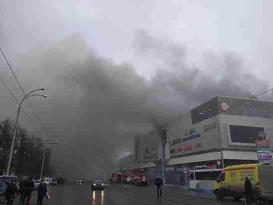 ВКемерове проходят первые похороны жертв пожара в коммерческом  центре