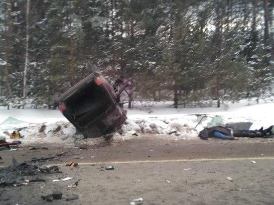 Два человека погибли и трое в больнице в результате ДТП на трассе