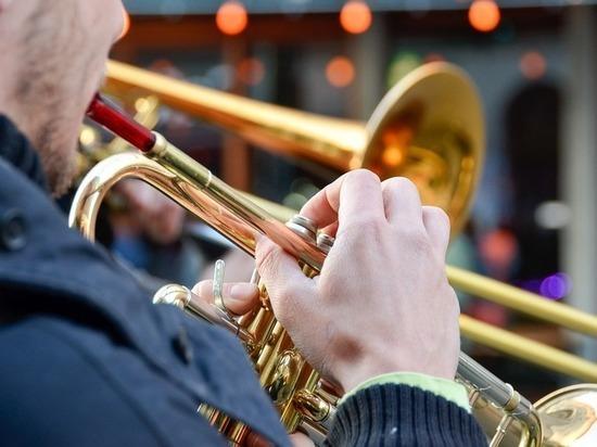 Нетрезвый музыкант похитил тромбон уартиста огромного театра в столицеРФ